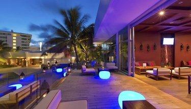 Terraza lounge Hotel Krystal Grand Punta Cancún Cancún